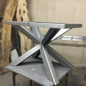 Extendable live edge tables stand
