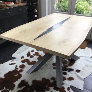 Extendable live edge tables